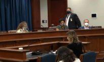 Nhân chứng: Nhân viên kiểm phiếu dùng thân hình quá khổ che sổ phiếu bầu khỏi quan sát viên
