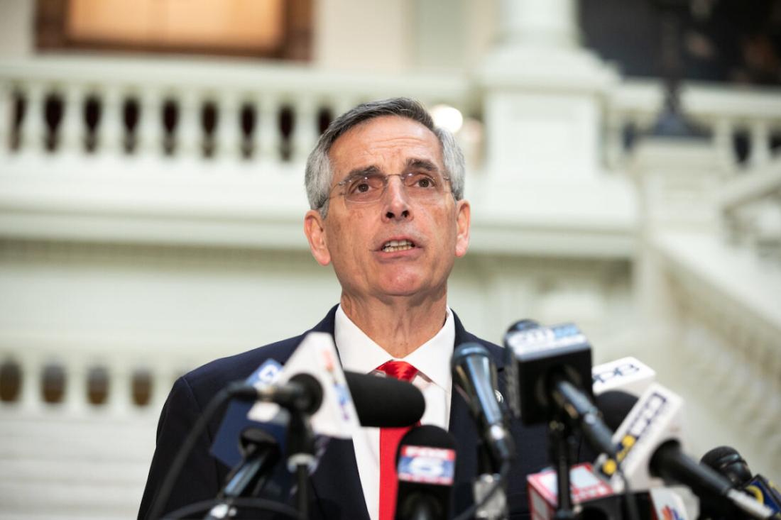Bộ trưởng Nội vụ bang Georgia là ông Brad Raffensperger tổ chức một cuộc họp báo về tình hình kiểm phiếu ở Atlanta, Georgia, ngày 6/11/2020. (Jessica McGowan / Getty Images)