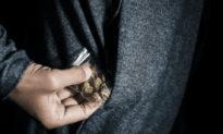 Kẻ buôn ma túy dương tính với COVID-19 bất chấp phong tỏa trong đại dịch để 'làm việc'