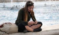 Nghiên cứu: Càng đốt thời gian trên mạng xã hội, giới trẻ càng có nhiều nguy cơ bị trầm cảm