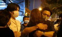 Trấn Thành khóc bên Hari Won, cùng nhiều nghệ sĩ đợi bên ngoài trung tâm pháp y chờ gặp NS Chí Tài lần cuối