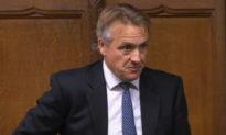 Nghị sĩ Charles Walker cáo buộc chính phủ Anh cố tình trì hoãn thời điểm công bố lệnh phong tỏa cấp độ 4