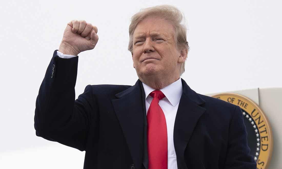 Điều vĩ đại nhất mà TT Trump để lại cho nước Mỹ không phải là những số liệu kinh tế kỷ lục hay những thành tựu ngoại giao xuất sắc mà ông ấy đã đạt được, mà là ông vẫn lựa chọn đánh thức người Mỹ ngay cả khi bản thân đang phải chống chọi với các cuộc tấn công như vũ bão. (Nguồn ảnh: Getty Images)