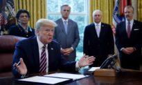 'Đòn sát thương' của TT Trump: Ký dự luật hủy niêm yết công ty Trung Quốc khỏi sàn giao dịch chứng khoán Mỹ