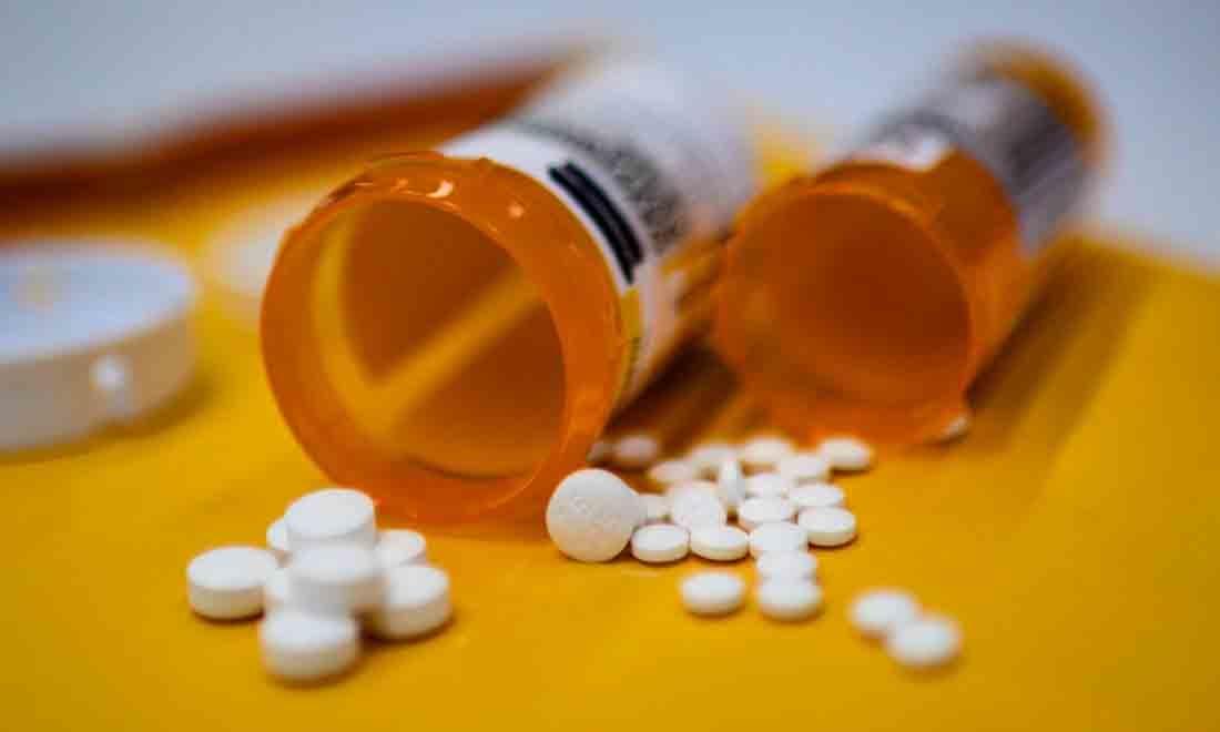 Hình ảnh minh họa này cho thấy các viên thuốc giảm đau opioid Oxycodon được phân phối theo đơn thuốc được thực hiện vào ngày 18 tháng 9 năm 2019 tại Washington, DC. - Hàng triệu người Mỹ chìm trong cơn nghiện sau khi sử dụng thuốc giảm đau opioid mạnh mà các công ty sản xuất và các bác sĩ tự do kê đơn trong hai thập kỷ qua. Hơn 400.000 người đã chết vì sử dụng quá liều opioid trong thời kỳ đó, trong khi các công ty liên quan thu về hàng tỷ đô la lợi nhuận. (Ảnh của ERIC BARADAT / AFP qua Getty Images)