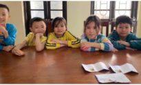 Nhặt được phong bì tiền trên đường, 5 học sinh tiểu học ở Hà Nội tìm người đánh rơi trả lại