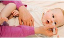 Cứu sống bé trai 2,5 tháng tuổi nguy kịch khi được rửa mũi bằng nước muối