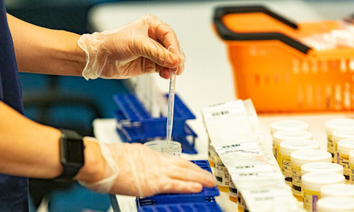 FDA thừa nhận xét nghiệm PCR-Covid đưa ra kết quả sai, tạo cơ sở để Biden 'loại bỏ' tình trạng đại dịch