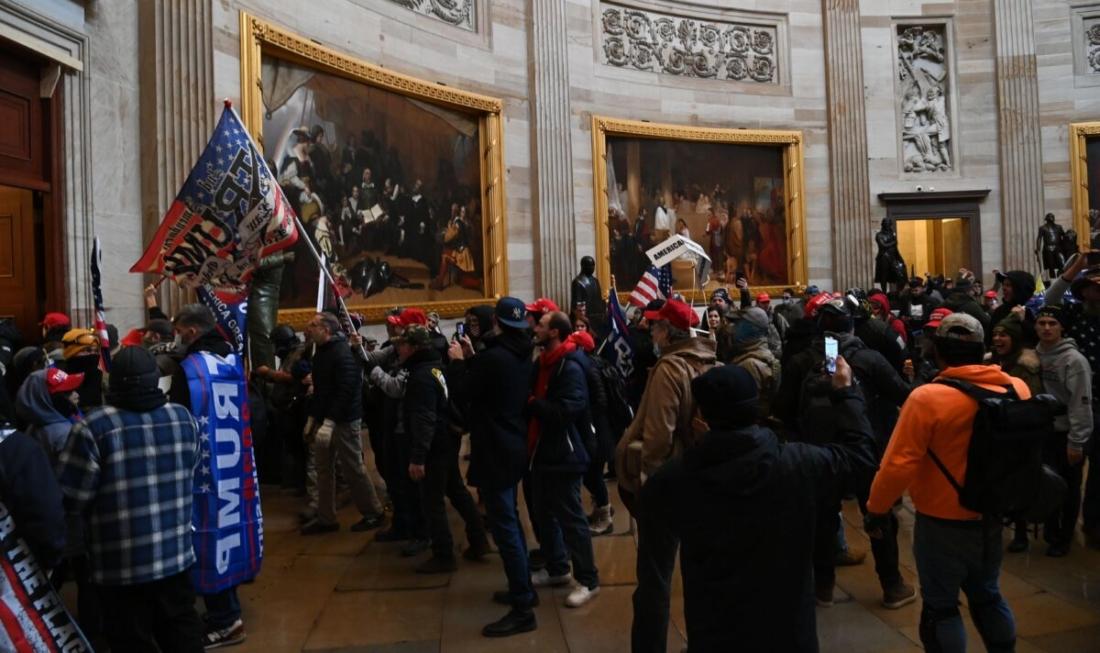 Tiết lộ đoạn video cho thấy nhà hoạt động cánh tả khích lệ mọi người xâm nhập vào bên trong điện Capitol, khuyên cảnh sát rời vị trí