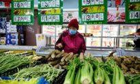 Trước tình hình dịch bệnh, giỏ rau của người Trung Quốc 'nặng trĩu' vì giá tăng mỗi ngày