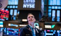 NYSE lại 'đảo chiều', tiếp tục hủy niêm yết ba công ty viễn thông Trung Quốc trong sự kiện chóng mặt