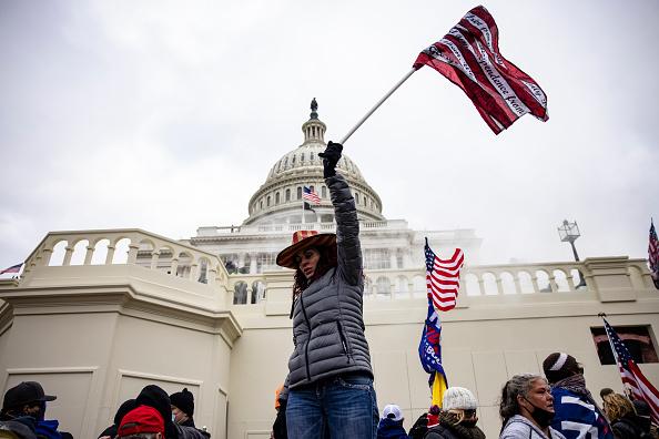 Khảo sát: Người Mỹ không còn tin tưởng vào Truyền thông và Chính phủ