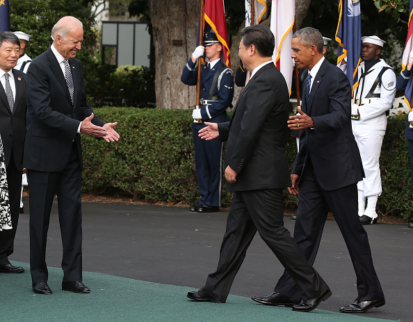 Chính quyền Obama-Biden chào đón Chủ tịch Trung Quốc Tập Cận Bình, trong buổi lễ đến Nhà Trắng ngày 25 tháng 9 năm 2015 ở Washington, DC (Ảnh: Getty)