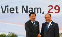 Việt Nam hay Trung Quốc? - Câu hỏi 'hóc búa' mà lãnh đạo Lào đang đối mặt