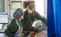 Anh ghi nhận số ca tử vong tăng vọt, phá kỷ lục hồi tháng Tư; chính phủ phê duyệt thuốc viêm khớp để điều trị COVID-19