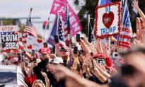 Người dân chào đón Tổng thống Donald Trump trở về Florida
