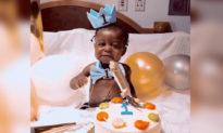 'Em bé thần kỳ' sống sót qua cả COVID-19 và một ca cấy ghép gan vừa đón sinh nhật đầu tiên