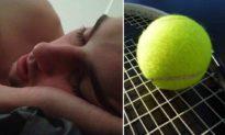 Chuyên gia về giấc ngủ người Anh: 'Dùng bóng tennis để ngăn ngáy ngủ'