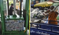 Các nhà sư Phật giáo ở Thái Lan tái chế chai nhựa thành áo choàng hoặc khẩu trang dành cho tu viện
