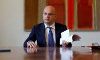 Bộ trưởng Tài chính Bồ Đào Nha xét nghiệm dương tính với COVID-19 sau khi gặp các quan chức hàng đầu của EU