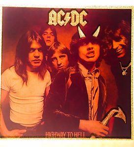 Ban nhạc Rock AC/DC thần tượng quỷ satan.