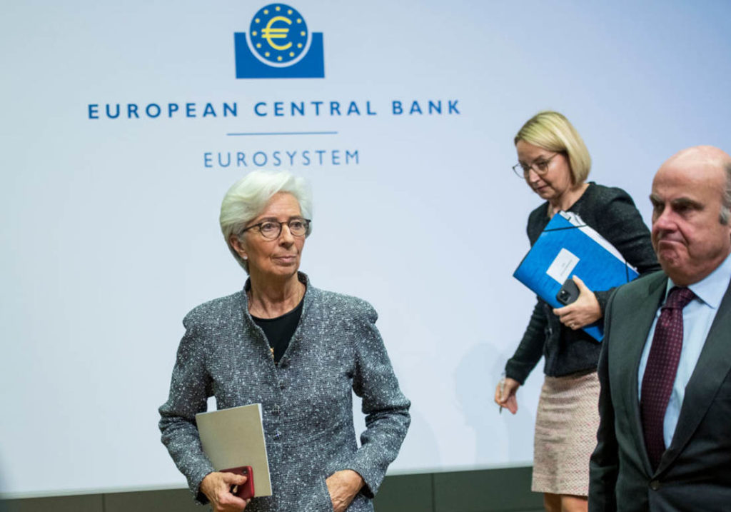 Các ngân hàng trung ương có thể thuần hóa được con 'quái vật nợ' khổng lồ?