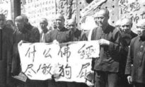 Hồng vệ binh Bắc Kinh đánh đập, đập phá, cướp bóc và ép nhà sư lấy vợ
