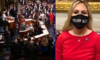 """""""Bông hồng có gai"""" của Đảng Cộng hòa thách thức Nancy Pelosy, Hạ viện khi đeo khẩu trang """"Trump Won"""" đến nhậm chức tại Quốc hội"""
