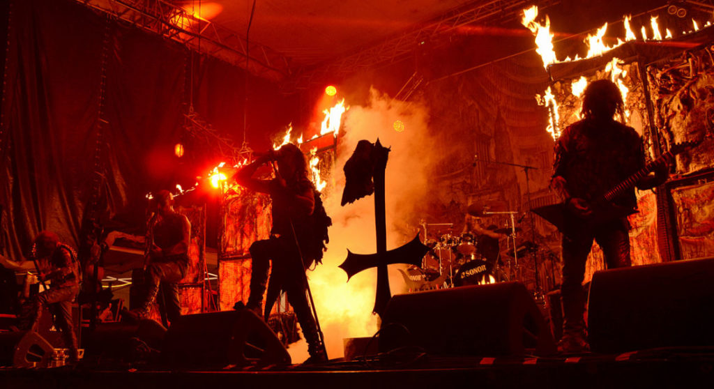 Âm nhạc kích động cũng nằm trong một phần nghi lễ của Satan giáo. (Wikimedia Commons)