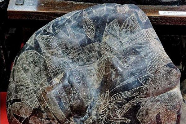 """Một số trường hợp văn minh thời tiền sử được đề cập trong """"Chuyển Pháp Luân"""" (P-2): Hình khắc đá tiền sử"""