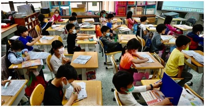 Từ ngày mai Hải Dương tiếp tục giãn cách xã hội đến hết tháng 3, học sinh 7 huyện đi học trở lại