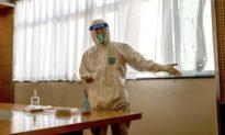 Các nhà ngoại giao Hoa Kỳ ở Trung Quốc bị xét nghiệm dịch hậu môn COVID-19 'do nhầm lẫn'