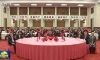 Bốn nam thanh niên ngồi quanh ông Tập trong buổi lễ Tất niên của chính quyền Bắc Kinh làm dấy lên nhiều đồn đoán