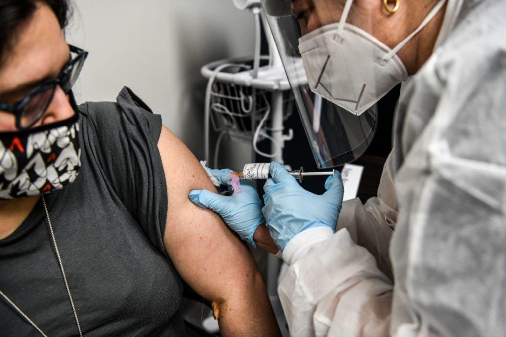 Mỹ: 934 người tử vong sau khi tiêm vaccine COVID-19