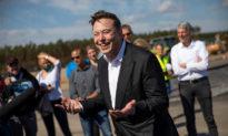 Tỷ phú Elon Musk đề xuất 'một cuộc chuyện trò' với Tổng thống Nga Putin