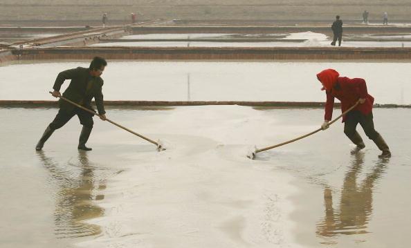 Trung Quốc là một trong những nước sản xuất muối lớn nhất thế giới, nhưng nguyên liệu thô được sử dụng để sản xuất muối không an toàn cho con người.