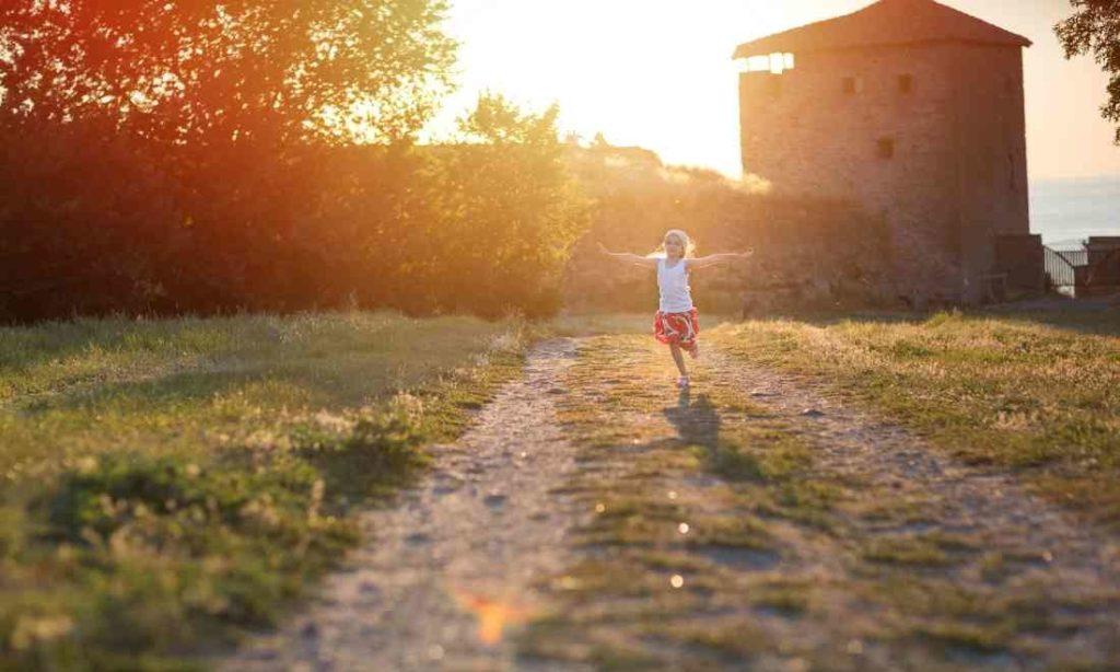 Dạy con cái chúng ta những giá trị đích thực của một xã hội tự do