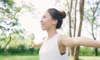 Tư thế sai gây cong vẹo cột sống sẽ dẫn đến bệnh tim, mất trí nhớ cùng các triệu chứng khác