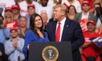 TT Trump bất ngờ xuất hiện tại cuộc vận động của cựu Thư ký Nhà Trắng Sarah Sanders