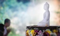 Khi thắp hương bái Phật, bạn có biết Thần Phật nghĩ gì không?