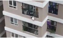 Sức khỏe của bé gái 3 tuổi rơi từ tầng 13 chung cư ở Hà Nội