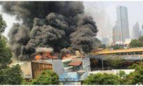 Cháy lớn sát trường học ở trung tâm TP. HCM, 1.400 học sinh phải sơ tán