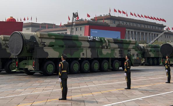 Báo Trung Quốc kêu gọi trang bị thêm vũ khí hạt nhân cho quân đội Trung Quốc nhằm đe dọa Hoa Kỳ