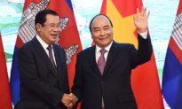 Việt Nam tặng Tòa nhà Quốc hội 111 triệu USD cho Lào - Liệu có thể giữ được 'người anh em' Lào' khỏi tay Trung Quốc?