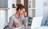 """3 lời khuyên hữu ích bạn giúp """"trị"""" những cơn đau đầu"""