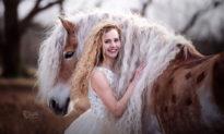 Chiêm ngưỡng cô ngựa 'Rapunzel' với chiếc bờm vàng tuyệt đẹp như trong truyện cổ tích