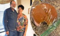 Người vợ 41 năm nấu bữa trưa cho chồng và luôn cắn một miếng vì lý do này