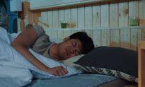 Đi ăn trộm nhưng lại ngủ quên trong nhà gia chủ, tên trộm đã bị cảnh sát đánh thức và tóm gọn