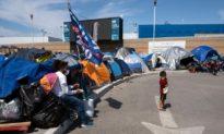 Người di cư ở Mexico dựng lều để chờ đợi ông Biden mở cửa biên giới