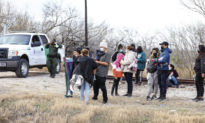 Chính quyền Biden chi 60 triệu USD tiền thuế dân Mỹ mỗi tuần để 'chăm sóc' trẻ nhập cư bất hợp pháp